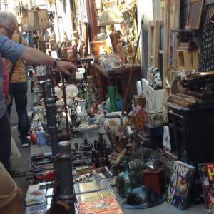 アマソナ通りの骨董品店