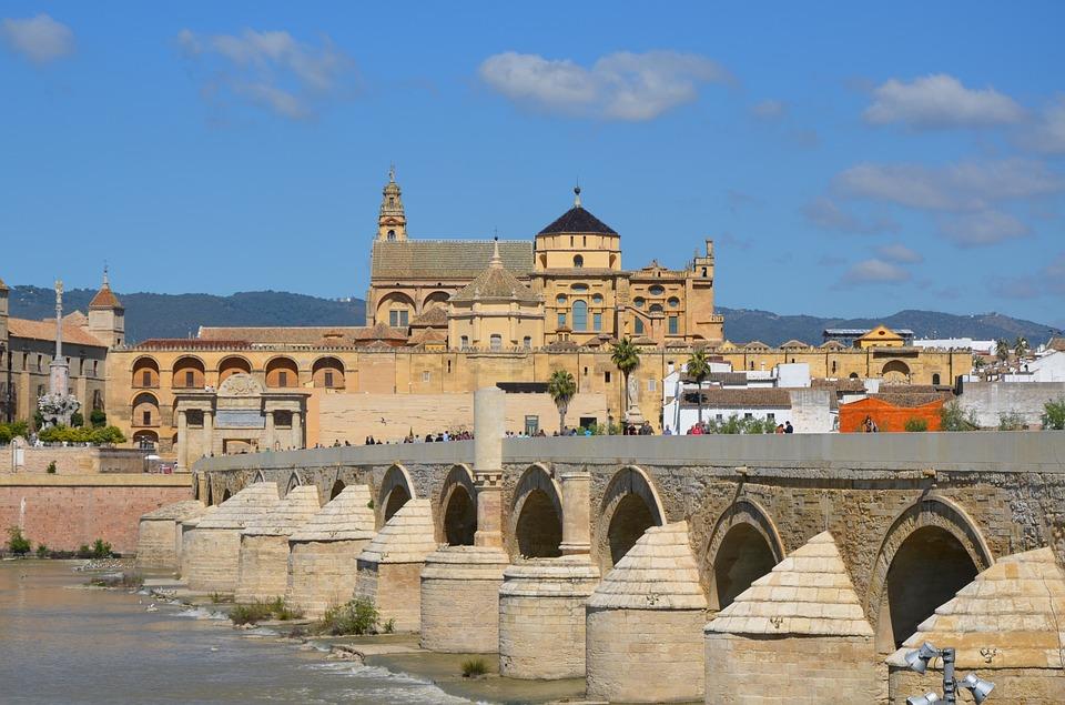 コルドバ・ローマ橋とメスキータ