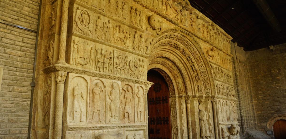 リポイ(リポール)Ripoll の街とサンタマリア修道院のロマネスクの彫刻