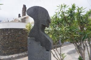 カダケスのロルカに捧げた碑
