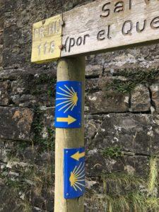 ブエラにあるサンチャゴの道の標識