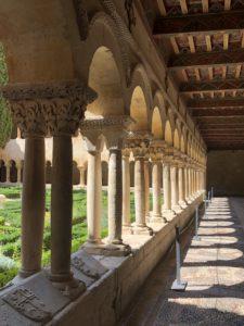 サント・ドミンゴ・デ・シロスの回廊