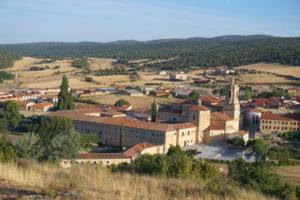 丘の上から修道院
