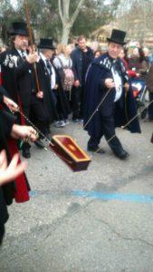 イワシの埋葬の行列