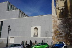 城壁に聖母像