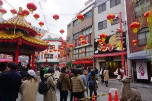 神戸のグルメ、神戸中華街の豚まん屋の列