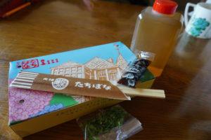 神戸のグルメ、たちばなのタコ焼きの持ち帰り