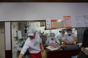 神戸のグルメ、神戸老松記の豚まん店内