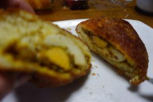 神戸のグルメ、いすずベーカリースコッチエッグカレーパン