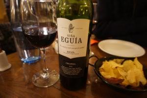 エルラコン、ボトルの赤ワイン