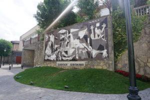 ゲルニカにあるゲルニカの陶板